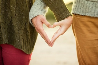 Ha bisogno del trapianto di rene, scopre che il fidanzato è compatibile: sono la coppia perfetta