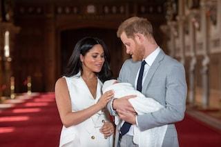 Il piccolo Archie avrà uno stile di vita normale, la coppia reale seguirà l'esempio di Lady D