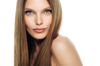 Come mantenere i capelli lisci più a lungo: i consigli per una chioma liscia e lucente