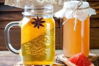 Kombucha, che cos'è e quali sono i benefici della bevanda a base di tè