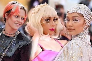 Met Gala 2019, i beauty look: capelli arancio per Kristen Stewart, Gaga e Gigi Hadid con ciglia aliene