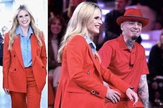 """Michelle Hunziker in rosso con abito maschile presenta a Verissimo """"All togther now"""""""