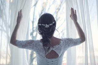 Scopre il tradimento poco prima delle nozze, sull'altare legge gli sms del fidanzato all'amante