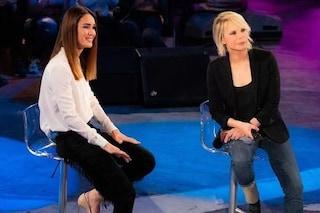 Silvia Toffanin con le frange, Maria De Filippi in jeans: è sfida di stile a Verissimo