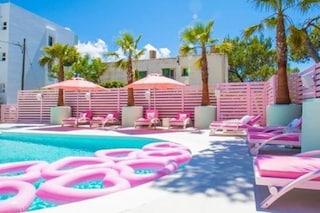 A Ibiza c'è un albergo tutto rosa, si chiama Wi-ki-woo e farà impazzire gli amanti del pink style
