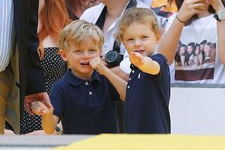 Jacques e Gabriella, i gemelli di Monaco rubano la scena ai Royal Baby inglesi con i look coordinati