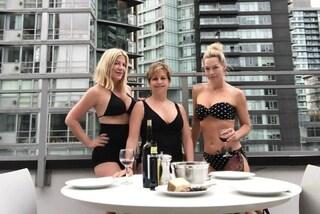 Beverly Hills 90210: Kelly, Donna e Andrea in costume da bagno, così si rilassano sul set