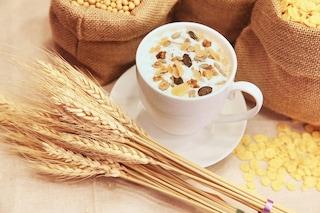 Come avere la pancia piatta: alimenti e consigli per eliminare il grasso addominale
