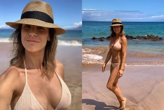 Elisabetta Canalis in bikini dimostra che si può avere un seno splendido anche con le smagliature