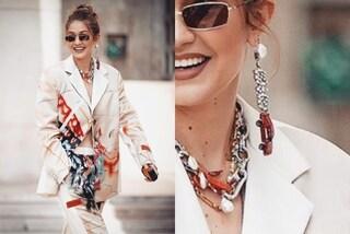 Gigi Hadid e l'orecchino pendente a forma di macchinina: è l'accessorio più trendy dell'estate 2019