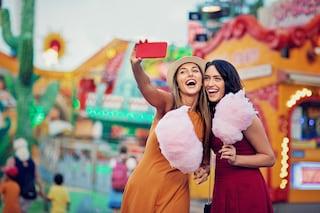 Come scattare il selfie perfetto: 7 consigli per un super scatto da social