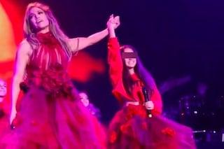 J.Lo e la figlia Emme come gemelle: l'adorabile look coordinato per lo spettacolare duetto