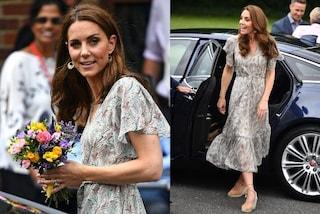 Anche Kate non resiste al caldo: addio abiti accollati, la Middleton sfoggia fiori e scollatura