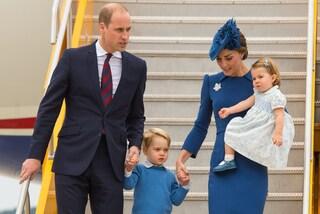 Kate Middleton non volerà più con George e William: la regola di corte la separa da marito e figlio