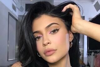 Vegani contro Kylie Jenner, la star dimostra così che i suoi prodotti skincare sono naturali al 100%