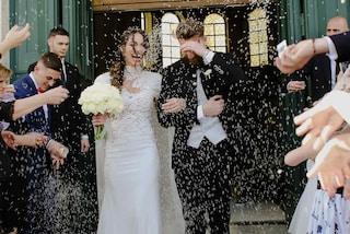 Le nozze di Lorella Boccia: abito da sposa di pizzo in chiesa, tailleur di cristalli per il party