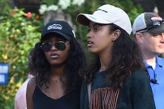Malia e Sasha Obama sono cresciute: tra mini shorts e abiti animalier sono più trendy che mai
