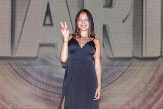 Martina vince il Grande Fratello 16 con l'abito lingerie, da Mila alle ex colleghe tutte in nero