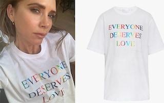 """""""Tutti meritano l'amore"""": la T-shirt di Victoria Beckham per il Pride spopola online"""