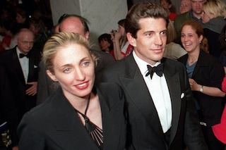 Carolyn Bessette, 20 anni fa moriva con il marito John Kennedy Jr un'icona di stile ed eleganza