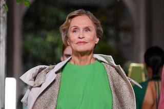 Valentino chiude le sfilate parigine: a 75 anni Lauren Hutton e la star della passerella