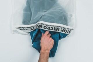 Lavare abiti in lavatrice disperde plastica in mare: questo sacchetto di nylon è la soluzione