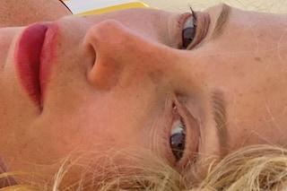 Alessia Marcuzzi senza trucco dopo le critiche degli haters: a 46 anni è splendida