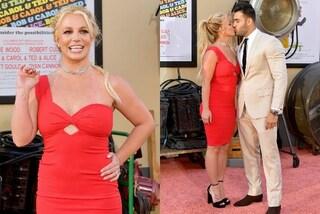 Britney Spears ritorna sul red carpet: mini tubino e baci romantici alla prima del film di Tarantino