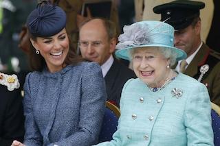 La regina Elisabetta e Kate Middleton soffrono di cinetosi: ecco cos'è e come si combatte