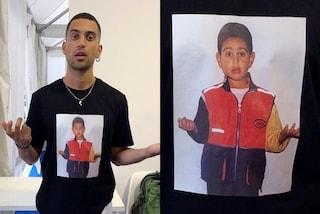 Mahmood, la foto da bambino finisce sulla t-shirt: al Giffoni con l'adorabile look personalizzato