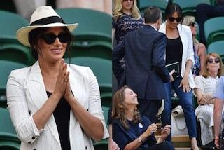 Meghan Markle a Wimbledon dopo il parto: jeans skinny e collana dedicata ad Archie