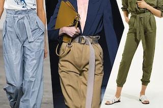 Pantaloni estivi: la vita è altissima e si indossano con la cintura per un effetto arricciato