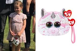 La principessa Charlotte con la mini borsa, è a forma di unicorno e costa meno di 10 euro