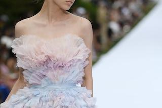 Parigi Haute Couture A/I 19-20, la bellezza è nei dettagli: dai cristalli ai fiori su abiti da sogno