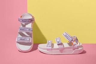 """Sandali """"tecnici"""": i modelli per l'estate 2019 hanno cinturini e strech (e non piaceranno a tutti)"""