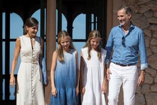 Leonor e Sofia: le principesse di Spagna vestono in coordinato anche con il re Filippo