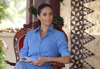 Meghan Markle, il significato della foto con abito azzurro per il compleanno