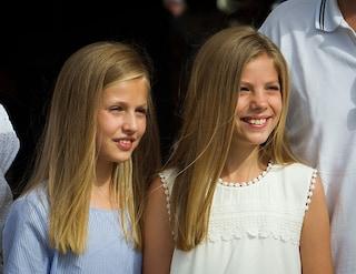 Leonor e Sofia di Spagna, le principesse incantano per semplicità: anche in shorts sono bellissime