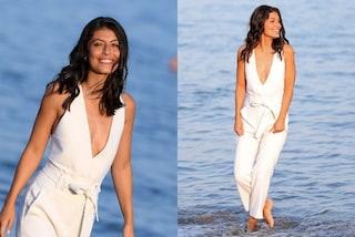 Alessandra Mastronardi splendida madrina in bianco: dà il via al Festival di Venezia con eleganza