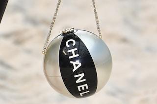 La borsa più originale dell'estate? Quella di Chanel a forma di pallone gonfiabile
