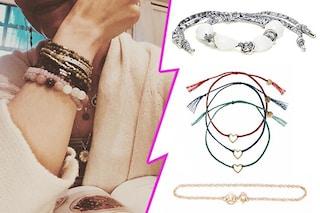 I braccialetti dell'estate, sono mini e si indossano insieme come fa Katie Holmes