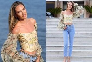 Candice Swanepoel casual per l'arrivo a Venezia 2019: anche in jeans e senza tacchi è bellissima