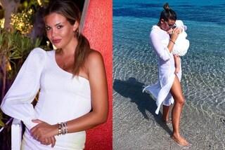 Costanza Caracciolo neo-mamma in total white: nella prima estate con Stella spopolano i look bianchi
