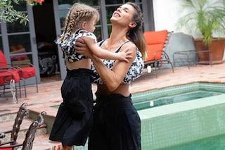 """Mamma e figlia in coordinato, da Clio Make up alla Canalis: le star vanno matte per i look """"mini-me"""""""