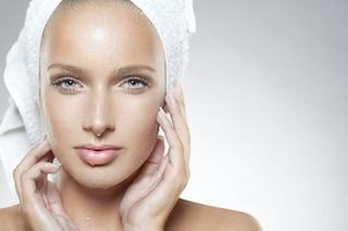 Acqua termale viso: a cosa serve, benefici e come utilizzarla