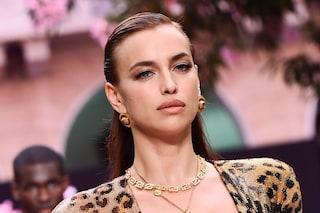 """Irina Shayk cambia look: passa alla mini frangia ma è solo """"temporanea"""""""