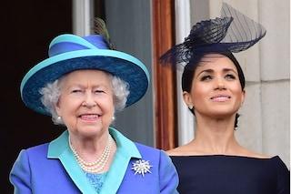 Meghan Markle dice addio ai jeans: per la vacanza a Balmoral sarà la regina a scegliere i suoi abiti