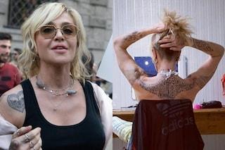 Il significato dei tatuaggi di Paola Barale, dai gufi stilizzati al manta tattoo
