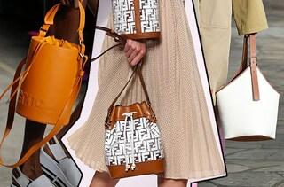 Il secchiello: la borsa chic e originale per l'estate 2019 da indossare al mare o in città