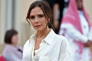 """Il """"pigiama"""" di Victoria Beckham è il must-have dell'autunno 2019: è a pois e costa quasi 2mila euro"""